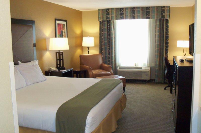 Holiday Inn Express & Suites LEXINGTON - Lexington, NE