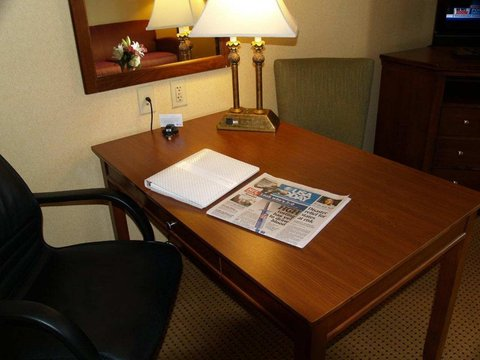 Hampton Inn Hagerstown - Maugansville - Large Work Desk