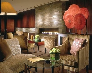 Four Seasons Hotel Tokyo at Marunouchi - Lobby