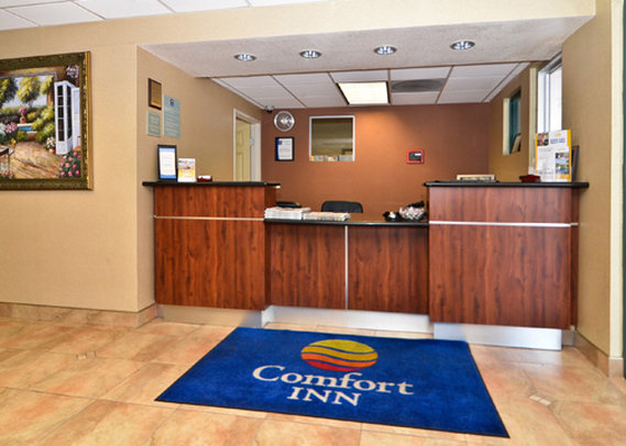Comfort Inn & Suites Hall