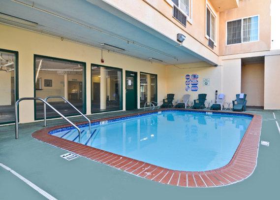 Comfort Inn & Suites Vista della piscina