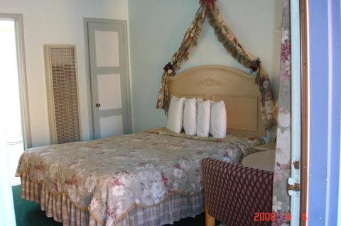 Los Padres Inn - Single Bed