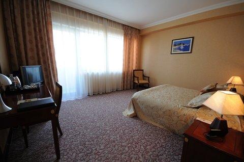 Crown Hotel Baku - Suite  OpenTravel Alliance - Suite