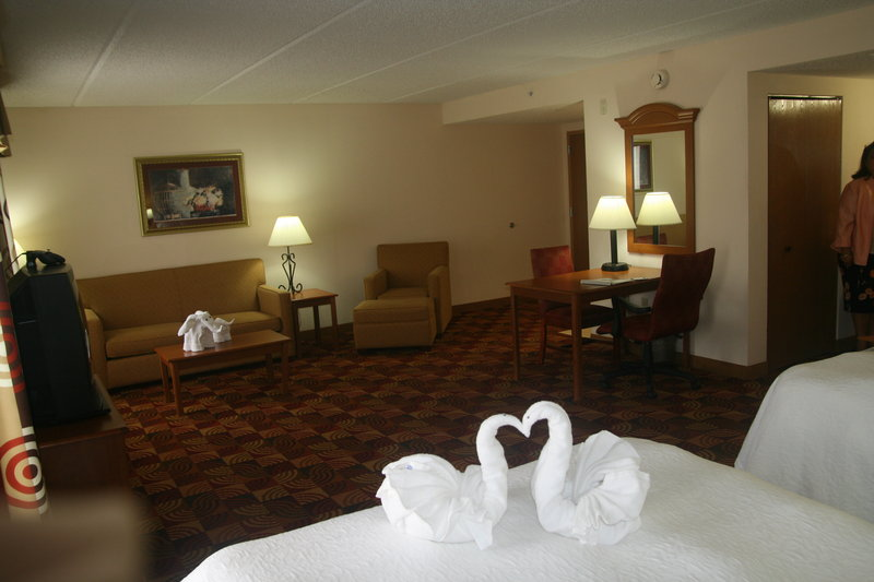 Hampton Inn & Suites Orlando International Drive North, FL Suite