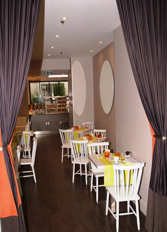 Holiday Inn Garden Court Paris-Auteuil Gastronomia