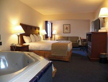 Baymont Inn & Suites Boone - King Suite