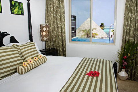 Las Terrazas Resort and Residences - Penthouse Bedroom