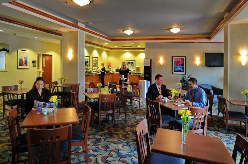 Hampton Inn & Suites Denver-Cherry Creek Gastronomy
