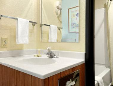 Super 8 Spokane/West - Bathroom