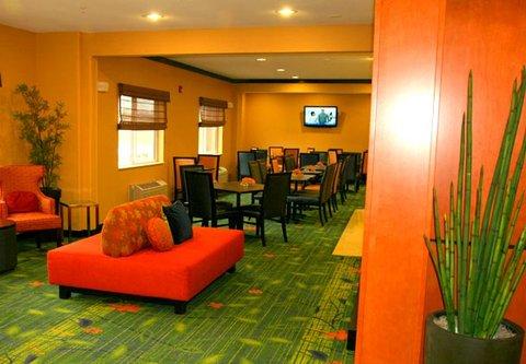 Fairfield Inn & Suites Billings - Breakfast Seating Area