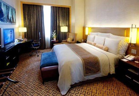 Cebu City Marriott Hotel - Luxury Suite Bedroom