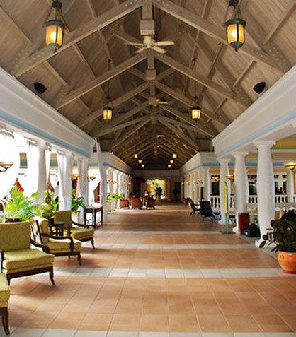 Curacao Marriott Beach Resort & Emerald Casino - Corridor