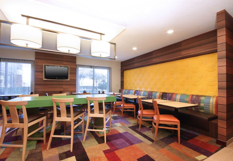 Fairfield Inn by Marriott Las Colinas Gastronomi