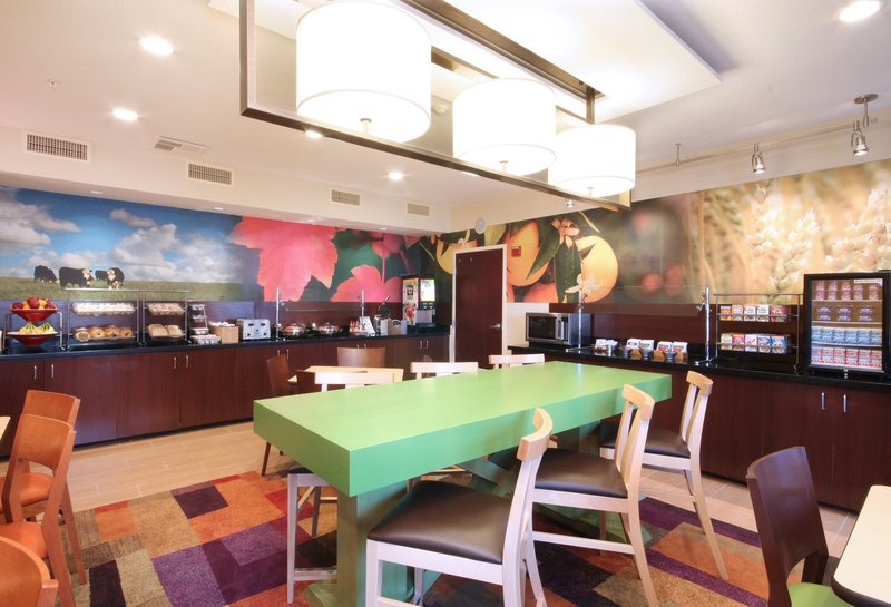 Fairfield Inn by Marriott Las Colinas Gastronomi