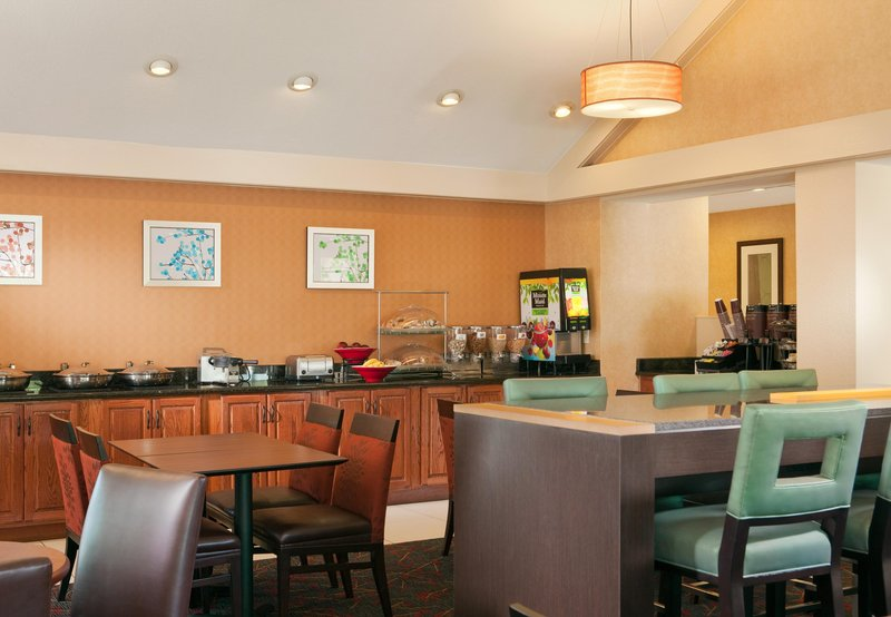 Residence Inn by Marriott Dallas Las Colinas Gastronomy