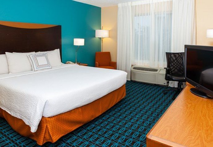 Fairfield Inn and Suites by Marriott Dallas Market Center Pokoj