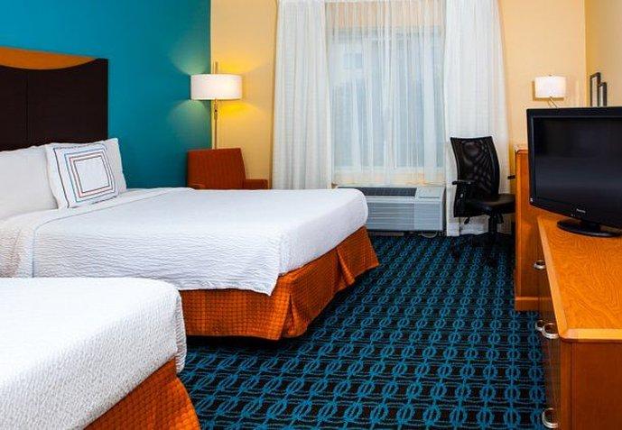 Fairfield Inn and Suites by Marriott Dallas Market Center Pokoj