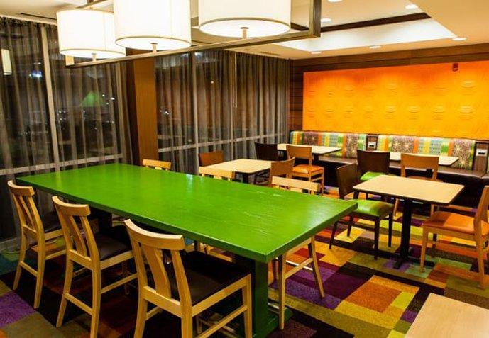 Fairfield Inn and Suites by Marriott Dallas Market Center Gastronomie