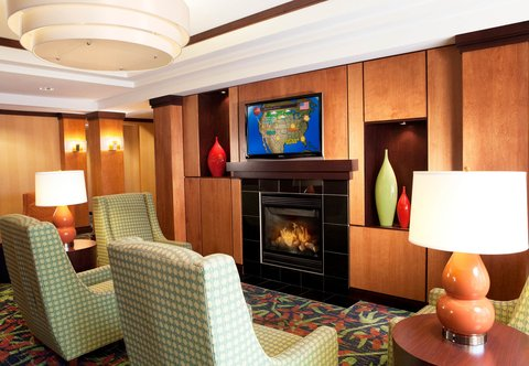 Fairfield Inn & Suites Des Moines Airport - Lobby