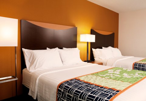 Fairfield Inn & Suites Des Moines Airport - Queen Queen Guest Room