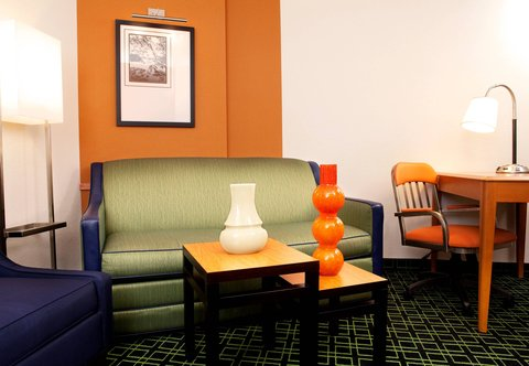 Fairfield Inn & Suites Des Moines Airport - King Suite