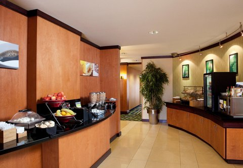 Fairfield Inn & Suites Des Moines Airport - Breakfast Area