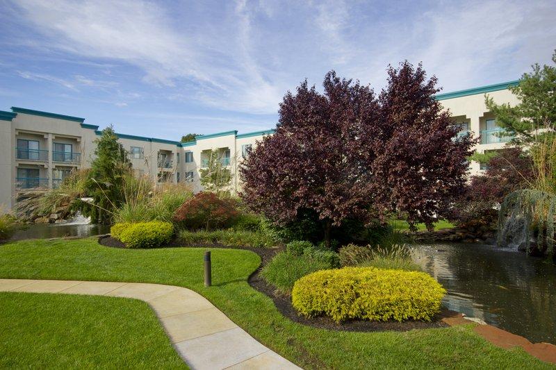 Doubletree Guest Suites Mt. Laurel Vista exterior