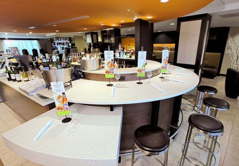 Courtyard by Marriott Old Pasadena - The Bistro Bar