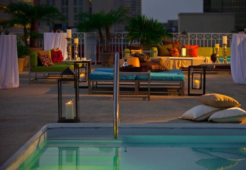 Renaissance Arts Hotel Vista da piscina