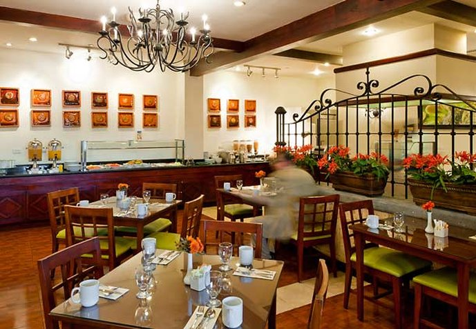 Courtyard Santo Domingo Downtown Gastronomi