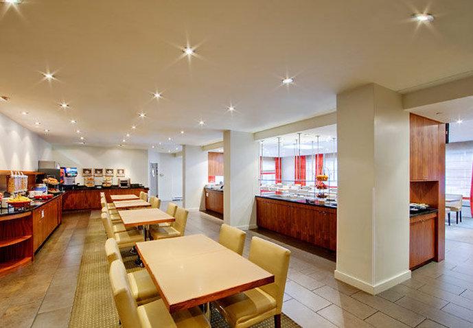 Residence Inn Montreal Westmount Gastronomia