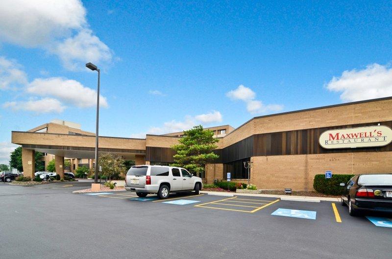Best Western Plus Midway Hotel & Suites-Brookfield - Brookfield, WI
