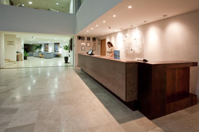 Holiday Inn Ixtapa Lobby