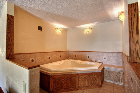 BEST WESTERN Prairie Inn & Conference Center - Hot Tub Guest Room
