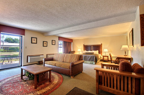 BEST WESTERN Prairie Inn & Conference Center - King Whirlpool Suite