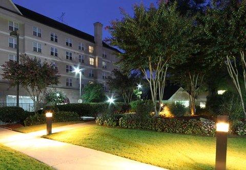 Residence Inn Atlanta Buckhead/Lenox Park - Courtyard View