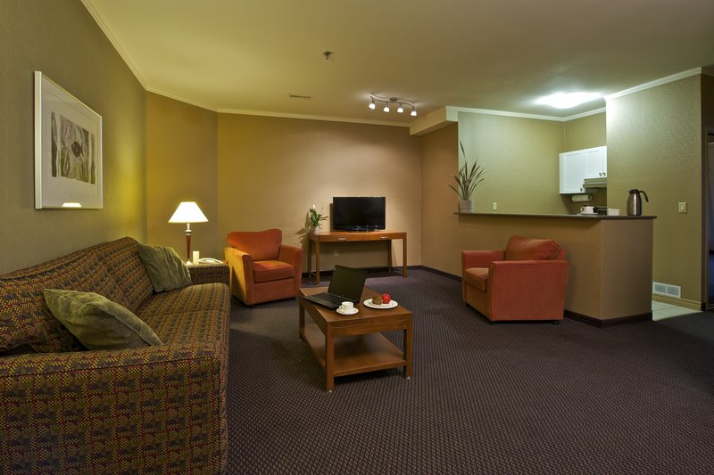 Coast Tsawwassen Inn Lobby