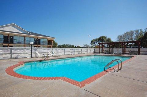 BEST WESTERN Hensley's - Outdoor Swimming Pool