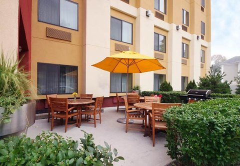 TownePlace Suites Albany Downtown Medical Center Hotel - Patio