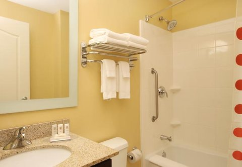TownePlace Suites Albany Downtown Medical Center Hotel - Guest Bathroom