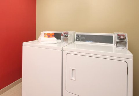 TownePlace Suites Albany Downtown Medical Center Hotel - Guest Laundry