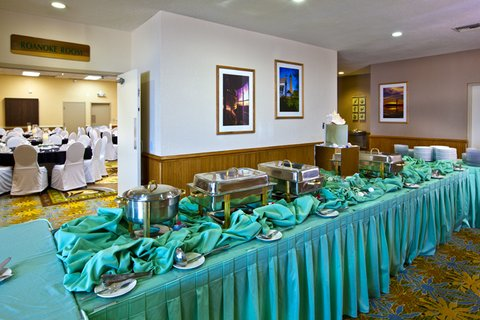 Ramada Plaza Nags Head Oceanfront - Ballroom- Buffet Line