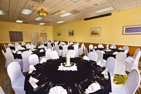 Ramada Plaza Nags Head Oceanfront - Ballroom formal dinner set up