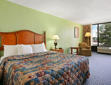 Days Inn & Suites By Wyndham SE Columbia Ft Jackson