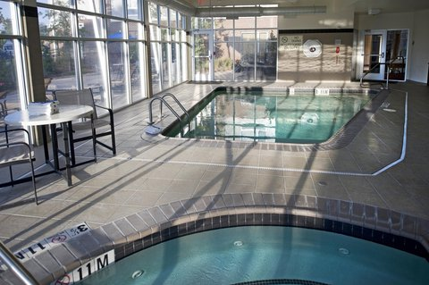 DoubleTree by Hilton Baton Rouge - Indoor Pool