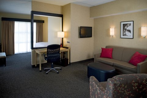 DoubleTree by Hilton Baton Rouge - Deluxe King Room