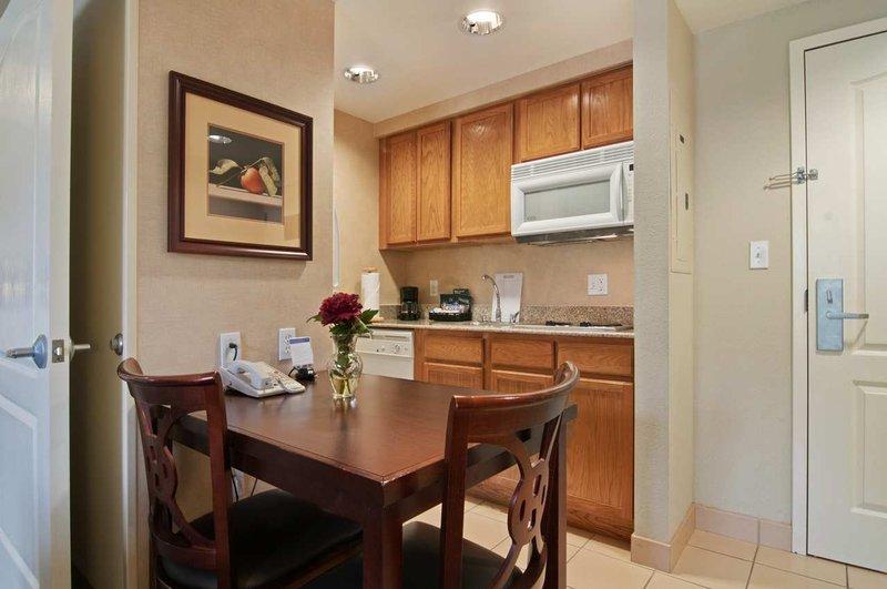 Homewood Suites by Hilton Orlando-UCF Area Bar/salónek