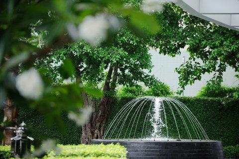 Anantara Baan Rajprasong Serviced Suites - Entrance Greenery