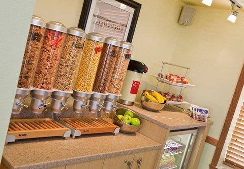 TownePlace Suites Detroit Dearborn - Breakfast Area