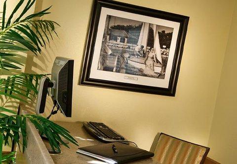 TownePlace Suites Detroit Dearborn - Business Center